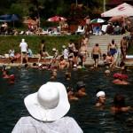 Plutind pe un lac sărat la 22 de km de Cluj