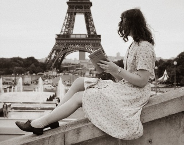 paris-reading-girl