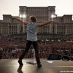 Cine mai cântă prin România și de ce numai la București?