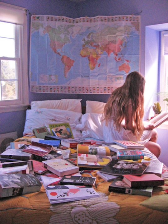 books-girls-travel-world-Favim.com-258895