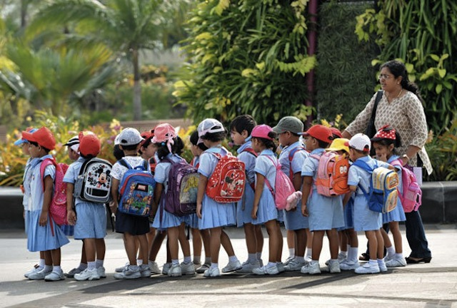 3535a_a_630afp_sgschoolchildren