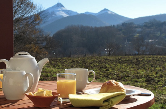 room_breakfast1