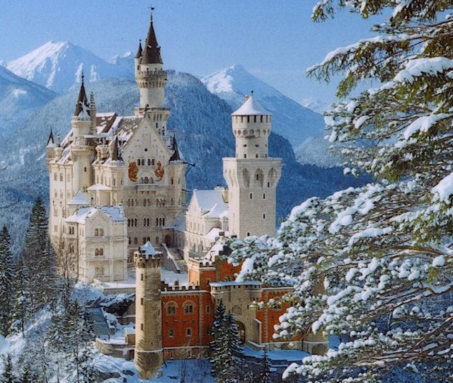 Neuschwanstein_Castle_Bavaria_in_Winter-5746