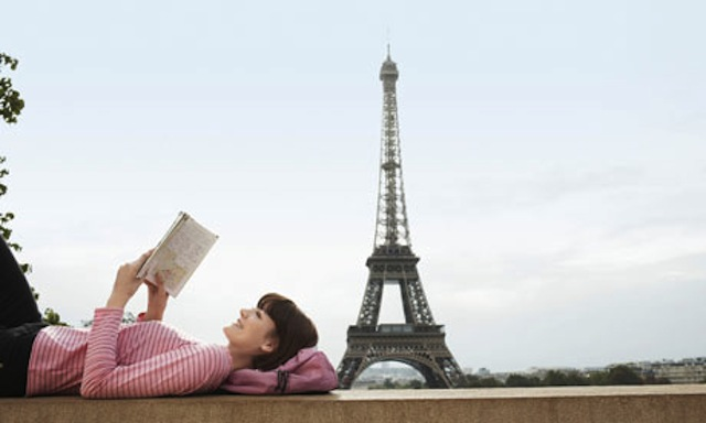 Reading-a-book-in-Paris-007